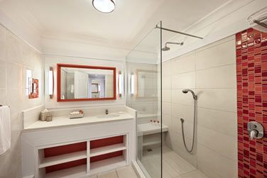 La salle de bain de la chambre Deluxe vue océan