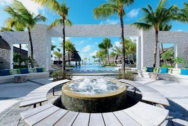 La mythique plage de Belle Mare avec un lagon particulièrement beau face à l'hôtel