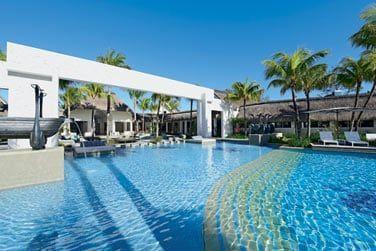 La piscine principale de l'hôtel