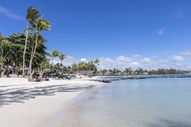 La superbe plage bordant l'hôtel et son lagon