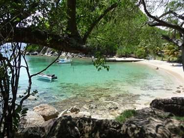Le superbe site du Pain de Sucre aux Saintes (très bon spot de snorkeling) !