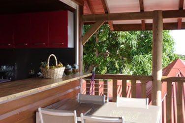 Votre terrasse privée pour un déjeuner sous le soleil