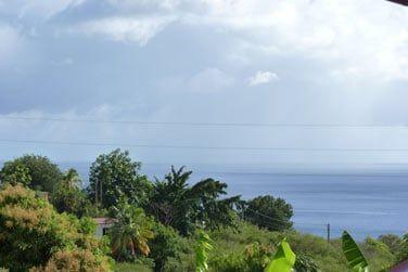 Depuis la propriété vous apercevrez la mer située à quelques minutes en contrebas