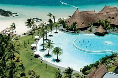Cet hôtel 5* se situe sur la côte est de l'île Maurice, le long de la très belle et longue plage de Belle Mare