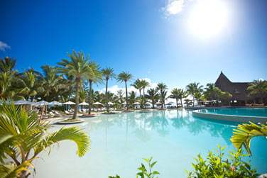 L'hôtel LUX* Belle Mare dispose de l'une des plus grandes piscines de l'île...