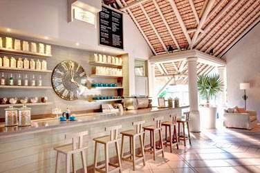 Le 'Café LUX*' est un endroit convivial où il fait bon prendre un petit café, une spécialité des hôtels LUX*