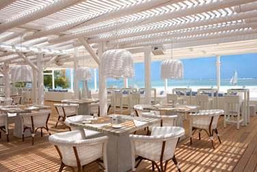 Le Beach Rouge est le tout nouveau restaurant de plage de l'hôtel LUX* Belle Mare