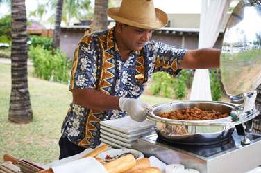 Testez les spécialités mauriciennes dans les jardins tropicaux de l'hôtel... Encore une nouveauté du concept 'LUX*' !