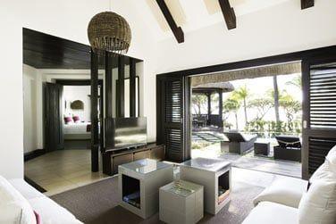 Le salon moderne de la Villa Front de mer
