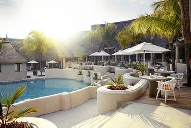 La terrasse au bor de la piscine du restaurant MIXE