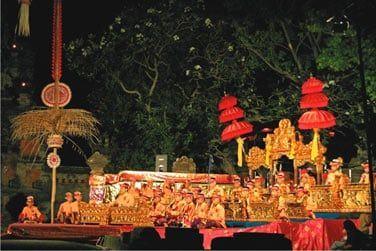 Des temples aux processions et offrandes en passant par l'art, cette île sacrée invite au rêve et à l'évasion
