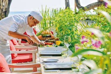 Le Jardin des Herbes du Chef, où vous pourrez déguster de délicieux plats cuisinés à base d'herbes aromatiques fraîchement coupées.