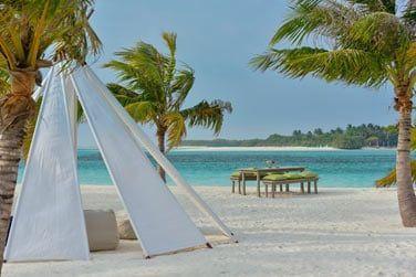 Le Iru Beach Lounge est un lieu exceptionnel pour profiter tranquillement de votre journée