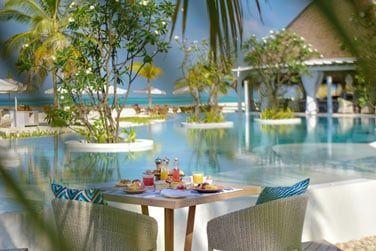Un petit déjeuner au bord de la piscine, ça vous tente?
