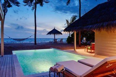 Et une piscine qui donne directement sur la plage