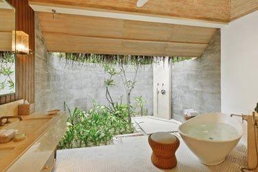 Et la salle de bain.