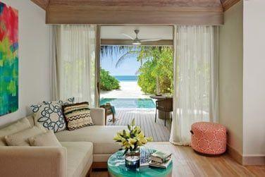 Cachée au beau milieu de la végétation luxuriante, avec accès direct à la plage.
