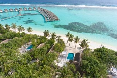 Découvrez les 80 villas de luxe, sur la plage et dans le lagon !