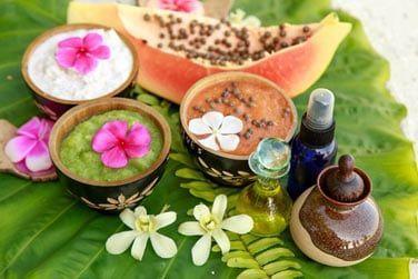Le Spa vous accueille dans son havre de paix et offre des soins avec des produits naturels aux doux parfums...