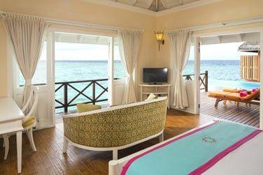 Une chambre avec vue sur le lagon turquoise