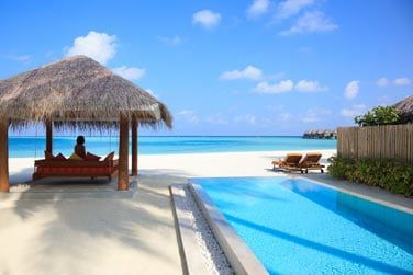 Vue sur la mer depuis la Villa Sun Aqua avec piscine