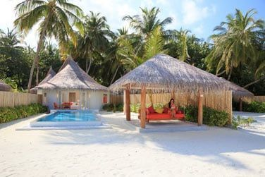 Vue extérieure de la Villa Sun Aqua avec piscine