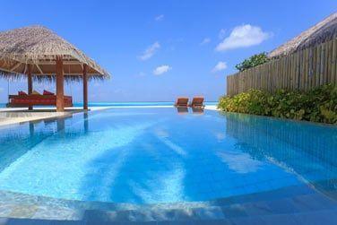 La grande piscine de la Villa Plage Deluxe avec piscine
