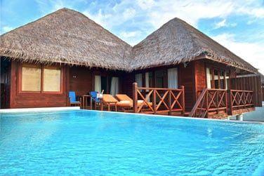 Egalement sur pilotis avec une magnifique piscine privée.