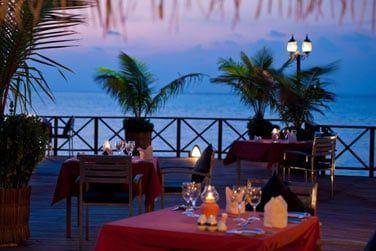 Le soir venu, dînez face au coucher du soleil
