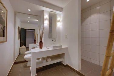 Salle de bain de la chambre famille