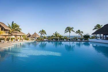 Plongez dans la piscine principale, face à l'océan Indien