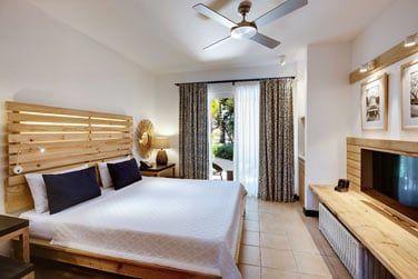La chambre Privilège aux touches de bois clair et couleurs sobres