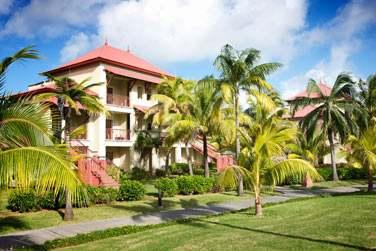 Les chambres sont disséminées dans les jardins tropicaux autour des grandes piscines