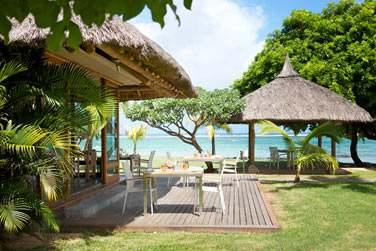 Toit de chaume, vue sur la mer... Bienvenu au restaurant 'Playa' pour une déjeuner en bord de plage