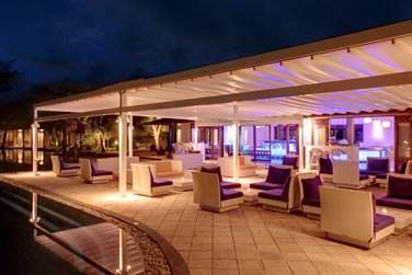 Le soir venu, le B-Bar vous accueille dans une atmosphère trendy !
