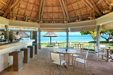 Le restaurant La Playa vous accueille pour un déjeuner les pieds dans le sable face à la mer