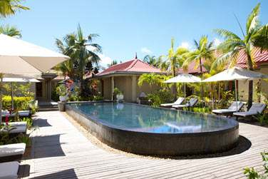 Les jardins du Spa abritent une piscine...