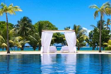 L'hôtel dispose de gazebo privés pour des massages en plein air, face à la mer
