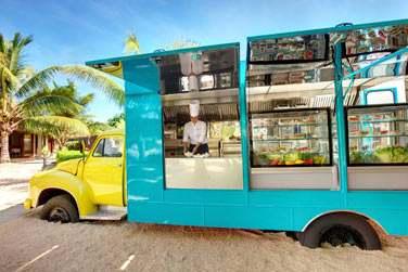 De nombreuses options sont disponibles pour le déjeuner ! Il y a même un food truck qui sert de belles salades !