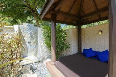 Et un lit de repos extérieur pour de sympathiques moments de détente.