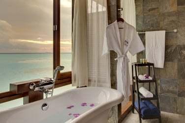Villa sur pilotis avec bain à remous