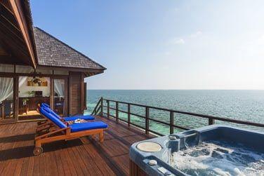 La villa Prestige et son bain à remous privé.