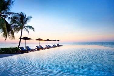 Plongez dans la piscine à débordement... Vous aurez la sensation de plonger dans l'océan !