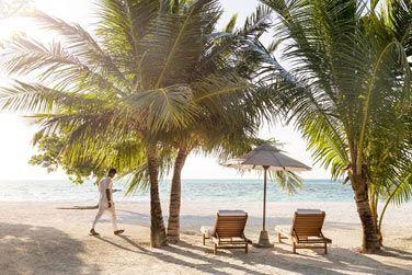 La vue depuis la terrasse de la villa plage avec piscine