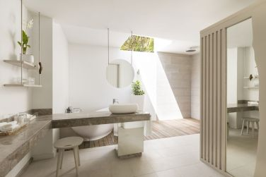 La salle de bain semi-ouverte