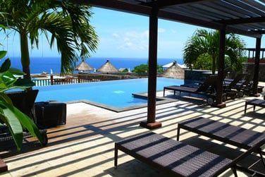 Profitez du panorama incroyable qu'offre l'hôtel sur la baie de Grande Anse