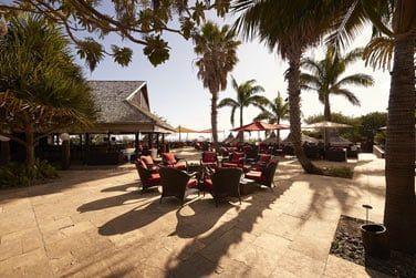 En journée, vous pourrez déjeuner léger au Kah Beach en extérieur
