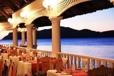 Des buffets à thème et des soirées tables d'hôtes sont organisés