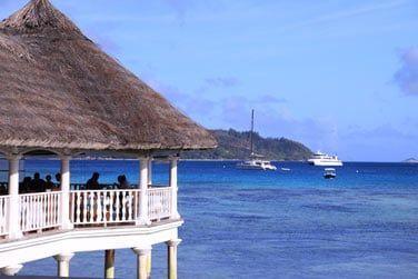 Profitez de la vue sur l'île de Curieuse à l'horizon