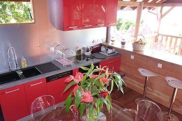 Dasn l'une des magnifiques villas, dans un cadre tropical propice à la détente.